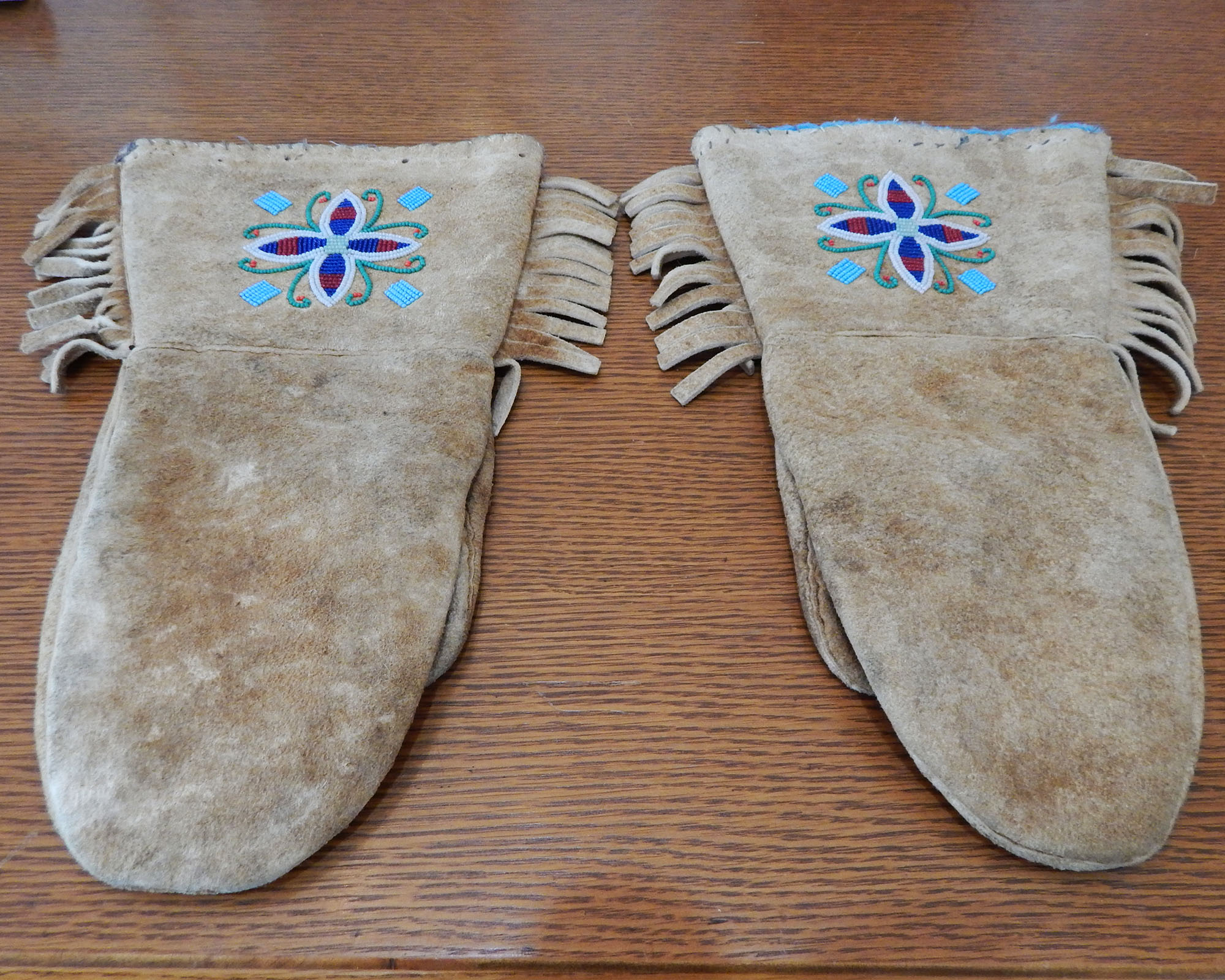 Vintage First Nations Deerskin Mitts